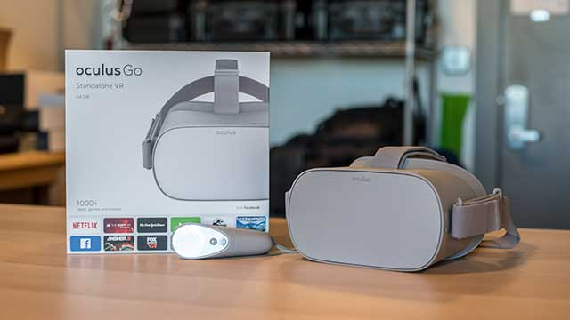 Oculus Go - Headset and Box